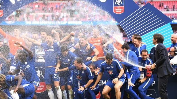 Antonio Conte sprays champagne over his Chelsea players after last year's FA Cup final