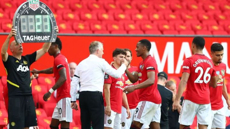 Manchester United took advantage of the new law to make five subs at once against Sheffield United