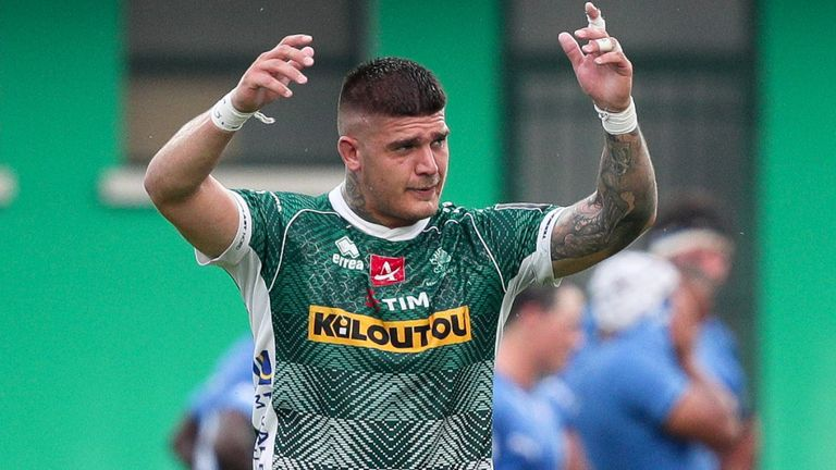Marco Riccioni celebrates after the fifth try scored by Benetton
