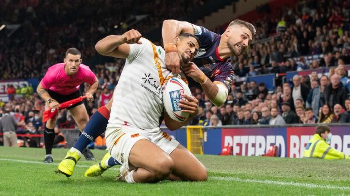 Tommy Makinson was sin-binned for this high tackle on Fouad Yaha