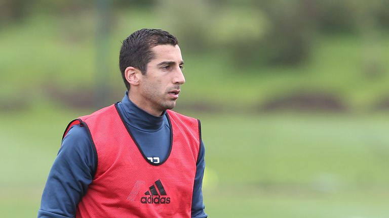 Henrikh Mkhitaryan trains with Manchester United