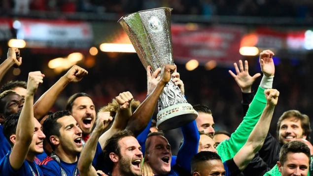 Manchester United's players celebrate with the trophy after winning the UEFA Europa League final against Ajax