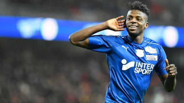 Amiens midfielder Eddy Gnahore celebrates