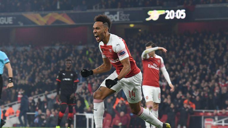 Pierre-Emerick Aubameyang célèbre l'ouverture du match contre Rennes aux Emirates