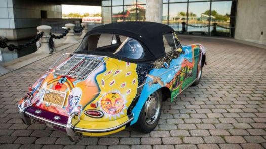<b>PSYKEDELISK</b>: Janis Joplin fikk bandets roadie til å dekorere bilen på tidsriktig vis.