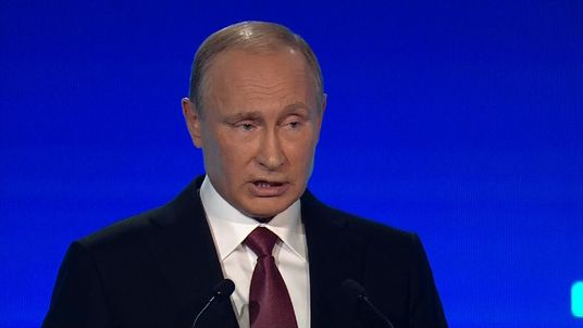 Vladimir Putin says Russia 'doesn't plan to attack anyone' - 27/10/2016