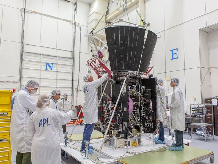 Mission integration and test team members secure critical thermal-protection components on the Solar Probe Plus spacecraft. Pic: NASA/Johns Hopkins University Applied Physics Laboratory  NASA delays launch of Parker Solar Probe 2fddeede3f1823c0a50d6a071f38117f9573922925e95194418347008bce8785 3966964