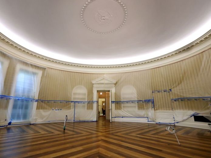 WASHINGTON, DC - AUGUST 11: The Oval Office sits empty and the walls covered with plastic sheeting during renovation work at the White House August 11, 2017 in Washington, DC. Donald Trump orders Oval Office makeover Donald Trump orders Oval Office makeover 03a795c9838053bf5e2824a24d1dcf30ef6e6dd3c04ec0d3226df3a8d9fa41dd 4071634