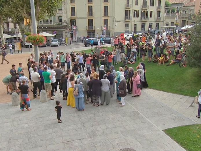 Muslim community in Ripoll condemns attacks in Spain - Kiley VT Suspects' community speaks out against extremism Suspects' community speaks out against extremism 2ed3f3f77e252f415c250ff1d747a0ab8491702fdc6528a243013d4d2619a369 4078135