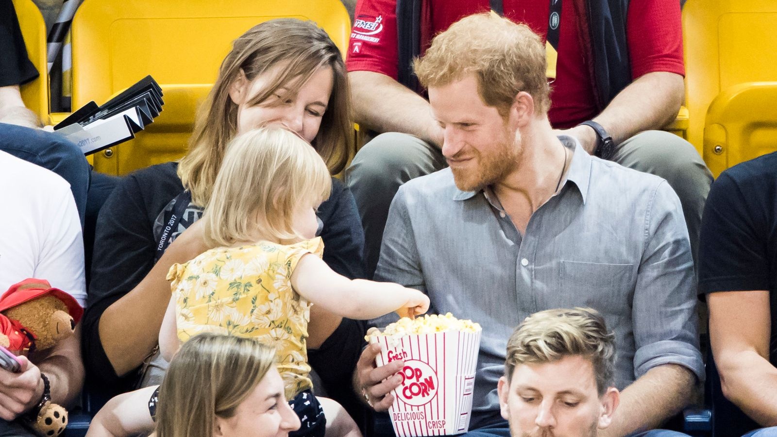 wheelchair volleyball parsons chairs sneaky toddler steals prince harry's popcorn at invictus games