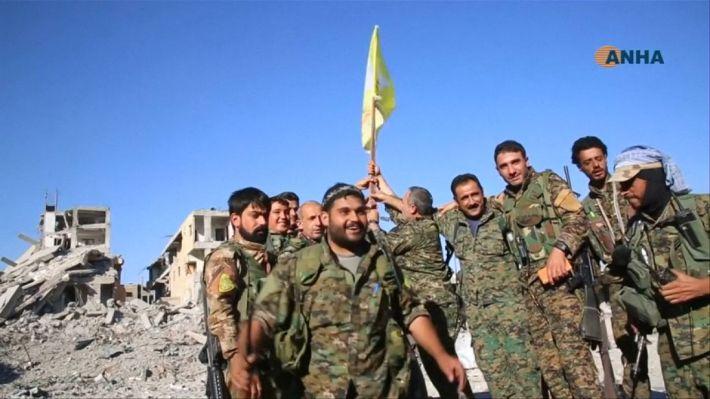 SDF raise flags around Raqqa