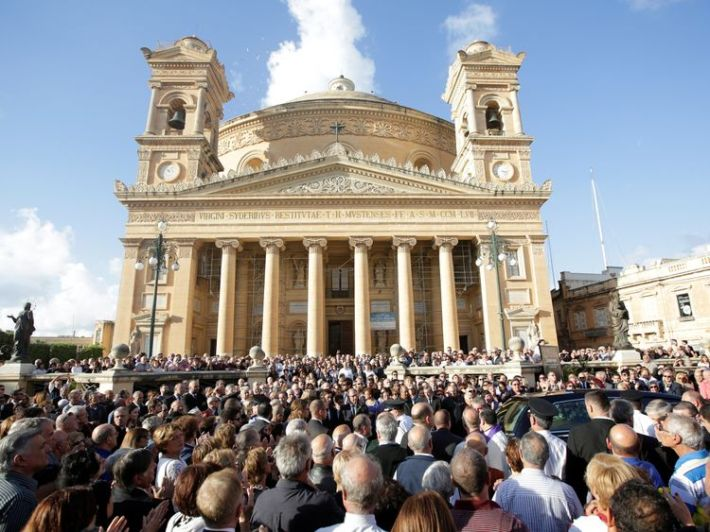 People attend a ceremony as a coffin of journalist Daphne Caruana Galizia, who was murdered in a car bomb attack, leaves the Rotunda Parish Church in Mosta, Malta, November 3, 2017. REUTERS/Alessandro Bianchi