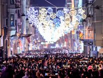 Revellers bid farewell to 2017 as they gather to celebrate New Years in Istanbul on December 31, 2017. Turkey arrested on December 31, 2017, more suspected Islamic State (IS) group jihadists in a major crackdown on the extremist group ahead of a New Year overshadowed by the first anniversary of the nightclub terror attack that left 39 dead