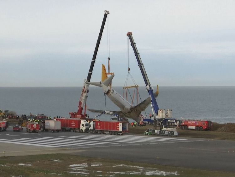 Workers reportedly posed for a photo opportunity with the trapped aircraft