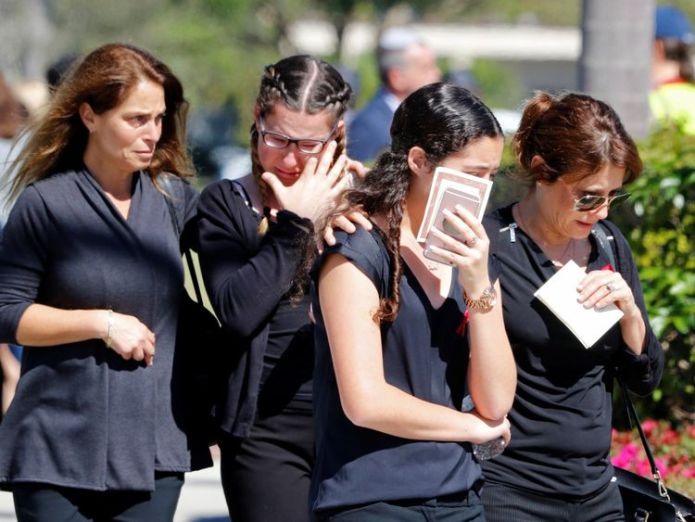 Mourners break down in tears at the funeral of 14-year-old Alyssa Alhadeff  FBI boss faces calls to resign over missed warning FBI boss faces calls to resign over missed warning skynews florida parkland school 4233243