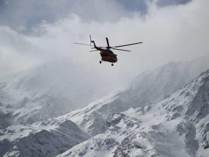 Emergency and rescue helicopter searches for the plane that crashed in a mountainous area of central Iran, February 19, 2018 search continues for crashed iranian plane Search continues for crashed Iranian plane skynews helicopter zagros iran 4235208