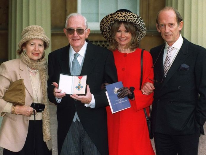 Lewis Gilbert received a CBE at Buckingham Palace in 1997 tributes to spy who loved me film-maker Tributes to Spy Who Loved Me film-maker skynews lewis gilbert james bond director 4242496