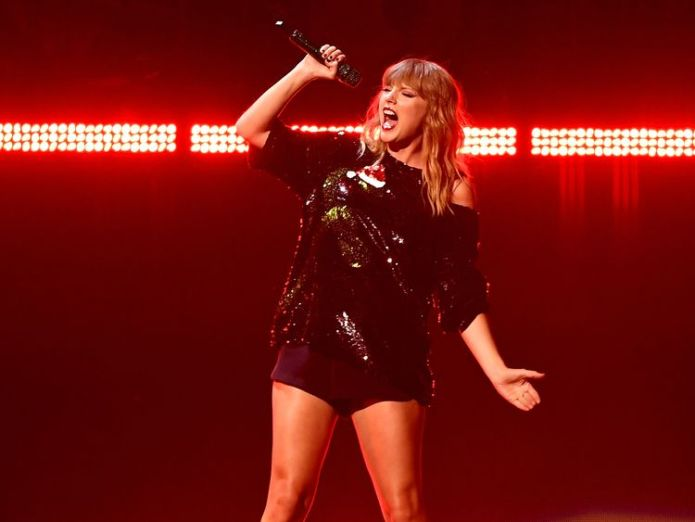 Taylor Swift on stage in New York in 2017 Ed Sheeran beats Drake to be world's best-selling musician Ed Sheeran beats Drake to be world's best-selling musician skynews tayor swift 4242331