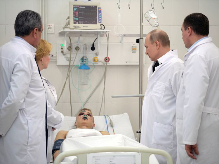 President Putin meets one of the victims of the fire
