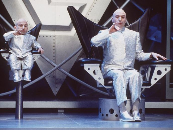 Mike Meyers (l) and Verne Troyer Star In Austin Powers  Mini-Me star Verne Troyer died of 'suicide by alcohol intoxication', coroner says skynews verne troyer mike meyers 4289339