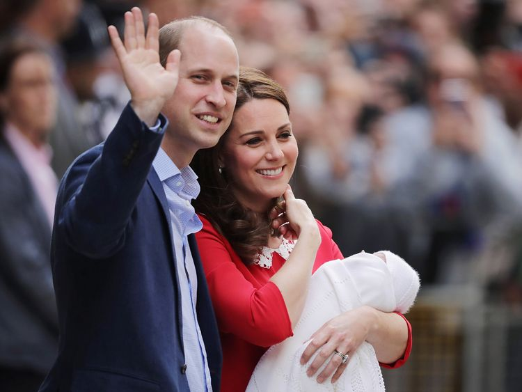 LONDON, ENGLAND - APRIL 23:  Catherine, Duchess of Cambridge and Prince William, Duke of Cambridge depart the Lindo Wing with their newborn son at St Mary's Hospital on April 23, 2018 in London, England. The Duchess safely delivered a boy at 11:01 am, weighing 8lbs 7oz, who will be fifth in line to the throne.  (Photo by Dan Kitwood/Getty Images)