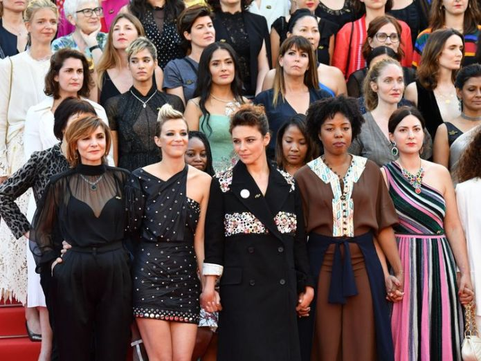 Directors, actresses and industry representatives pose on the red carpet in protest of the lack of female filmmakers honored throughout the history of the festival at the screening of 'Girls Of The Sun (Les Filles Du Soleil)' during the 71st annual Cannes Film Festival at the Palais des Festivals on May 12, 2018 in Cannes, southeastern France. - Only 82 films in competition in the official selection have been directed by women since the inception of the Cannes Film Festival whereas 1,645 films  Women protest on the red carpet at Cannes Women protest on the red carpet at Cannes skynews cannes film me too 4308246