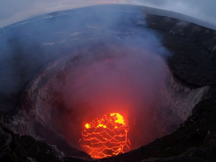 Kilauea volcano started to erupt eight days ago Super-hot lava threat for Hawaii as Trump declares disaster Super-hot lava threat for Hawaii as Trump declares disaster skynews kilauea volcano lava 4306406