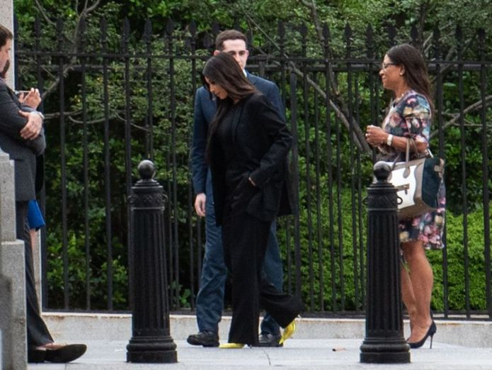 WASHINGTON, DC - MAY 30: Television personality Kim Kardashian (C) enters the White House grounds on May 30, 2018 in Washington, DC. Kardashian was scheduled to meet with members of the Trump administration during her visit. (Photo by Win McNamee/Getty Images) kim kardashian at white house for prison reform talks Kim Kardashian at White House for prison reform talks skynews kim kardashian kim k 4324497