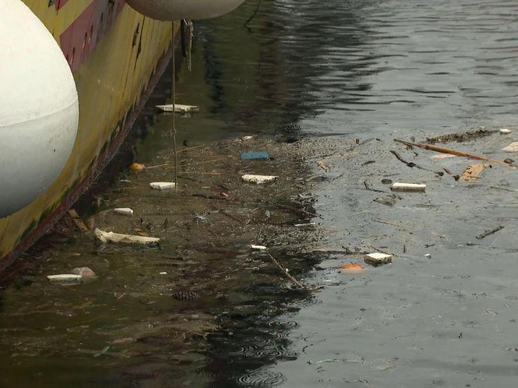 Plastic in Port de Blanes