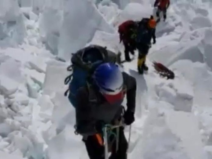 Video was published showing him on the last stretch Australian climber breaks seven summits record by scaling Everest Australian climber breaks seven summits record by scaling Everest skynews steve plain climber 4310249