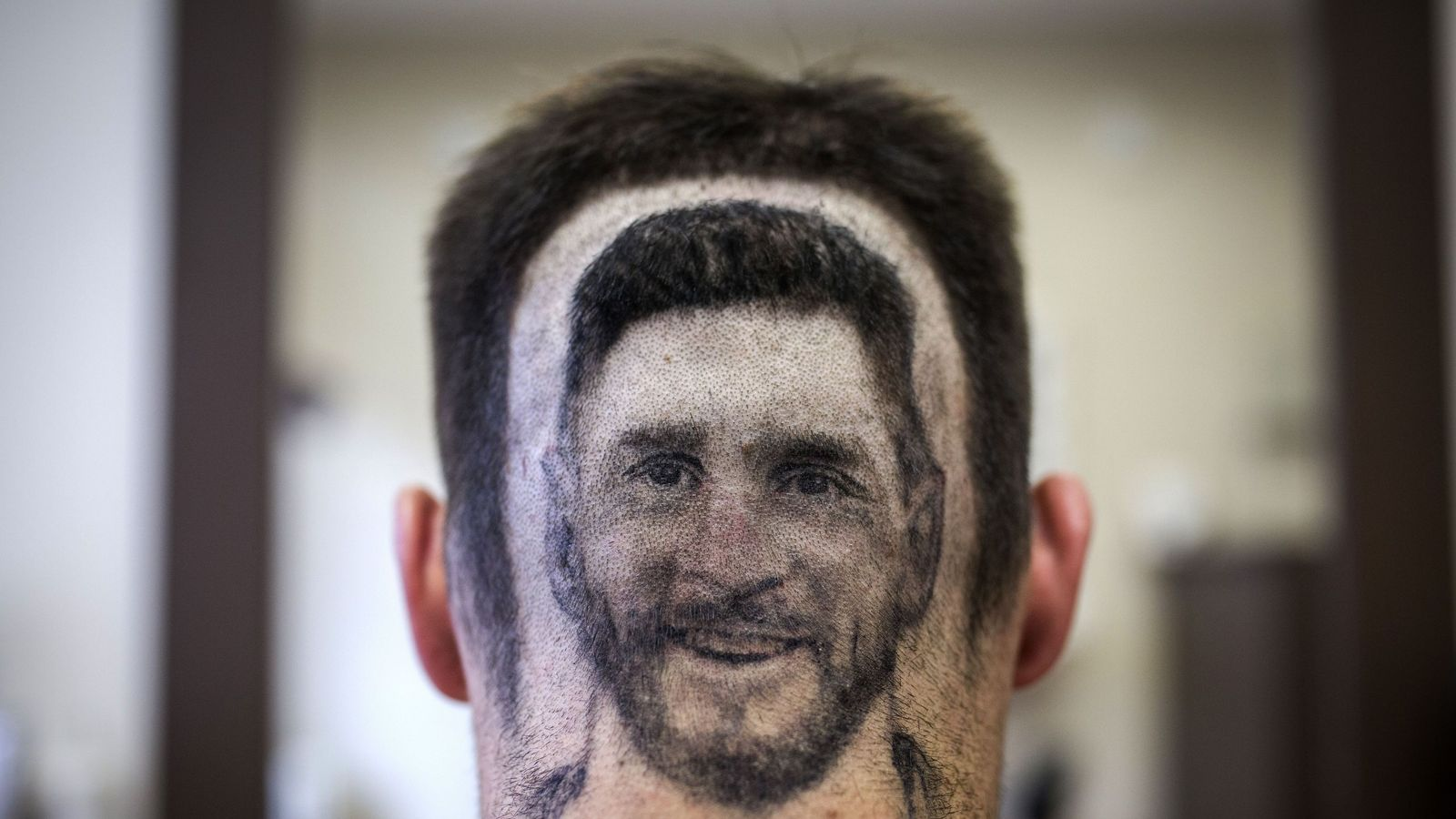 messi hair barber shaves player's