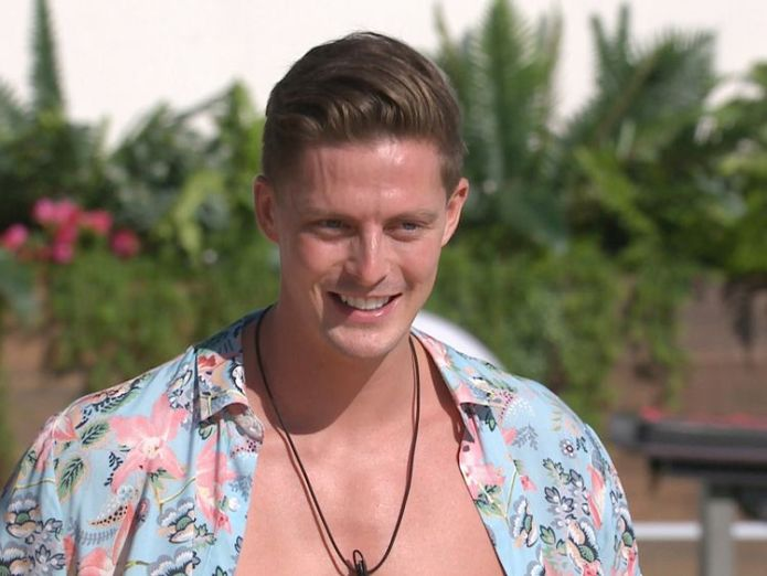 Dishy Dr Alex is finding it harder than most to couple up  Love Island's Dr Alex on his search for a girlfriend skynews alex dr alex love island 4349707
