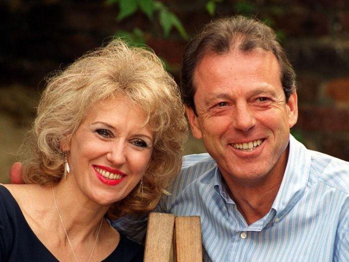 Anita Dobson and Leslie Grantham tribute Angie's tribute to 'Dirty' Den after Leslie Grantham's death skynews anita dobson leslie grantham 4337328
