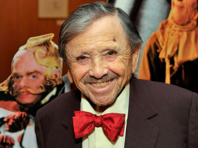 Maren attending a special screening of The Wizard Of Oz in California in 2009 Last surviving munchkin from The Wizard Of Oz, Jerry Maren, dies aged 99 Last surviving munchkin from The Wizard Of Oz, Jerry Maren, dies aged 99 skynews jerry maren wizard of oz 4329792