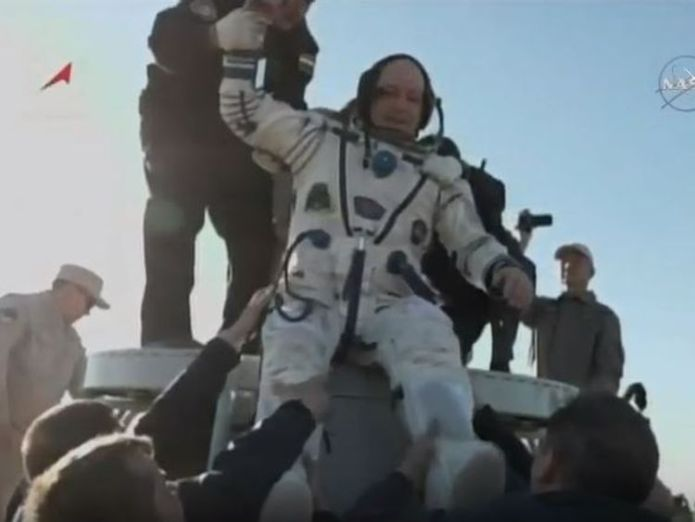 Scott Tingle is brought out of the Soyuz capsule after it touches down in Kazakhstan Astronauts leave International Space Station and return to Earth after 2,600 orbits Astronauts leave International Space Station and return to Earth after 2,600 orbits skynews scott tingle astronauts 4327163