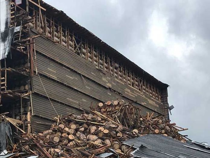 Warehouse collapse 9,000 whiskey barrels crash to ground in warehouse collapse in Kentucky 9,000 whiskey barrels crash to ground in warehouse collapse in Kentucky skynews whiskey warehouse collapse 4343322