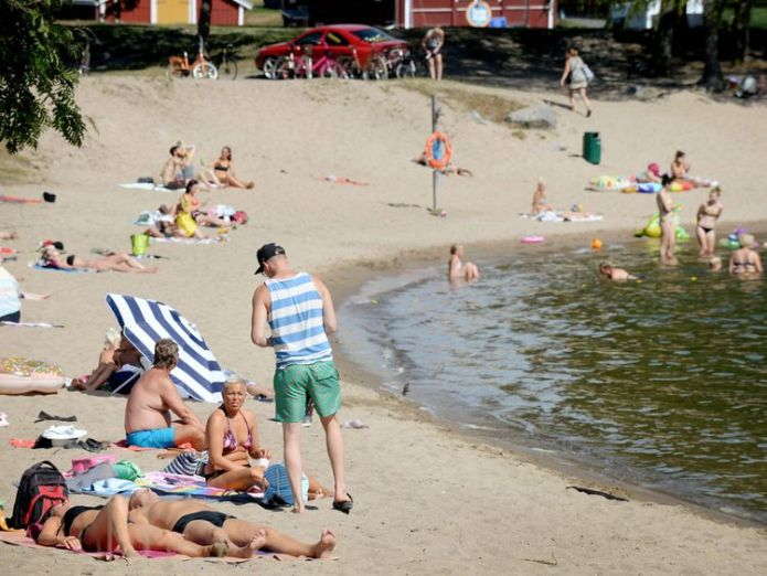 Finland saw a record temperature of 34.3C (93.7F) this week  Arctic Circle wildfires rage on as blistering heat takes hold of northern Europe skynews finland weather 4367368