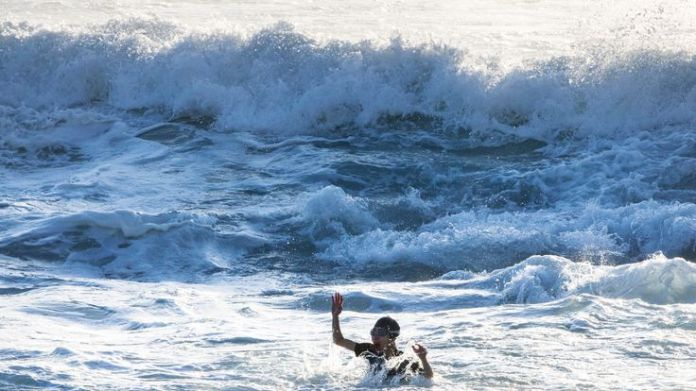 The woman screams for help from the water  Dramatic rescue of drowning woman captured on camera skynews bronte beach australia 4406300