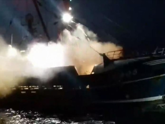 Smoke bombs are reported to have been thrown at English and Scottish vessels  Scallop wars rage on as French fishermen catch 44 rare tuna off Jersey coast skynews scallops english channel 4404286