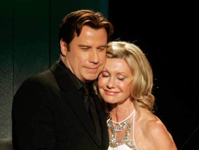 """Australian singer and actress Olivia Newton-John hugs actor John Travolta after he presented her the Lifetime Achievement award at the Penfolds Icon Gala Dinner during G' Day LA Australia Week 2006 in Hollywood January 14, 2006. Travolta starred with Newton-John in the movie """"Grease."""" REUTERS/Fred Prouser  Olivia Newton-John treating third cancer 'naturally' and using cannabis oil to control pain skynews olivia newton john 4416973"""
