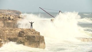 """Strong winds and heavy rains have not stopped the people of Portland from enjoying themselves. """"srcset ="""" https://e3.365dm.com/18/10/320x180/skynews-portland-dorset-storm-callum_4452217.jpg?20181013202323 320w, https://e3.365dm.com/18/10/640x380 /skynews-portland-dorset-storm-callum_4452217.jpg?20181013202323 640w, https://e3.365dm.com/18/10/736x414/skynews-portland-dorset-storm-callum_4452217.jpg?20181013202323 736w, https: / /e3.365dm.com/18/10/992x558/skynews-portland-dorset-storm-callum_4452217.jpg?20181013202323 992w, https://e3.365dm.com/18/10/1096x616/skynews-portland-dorset- storm-callum_4452217.jpg? 20181013202323 1096w, https://e3.365dm.com/18/10/1600x900/skynews-portland-dorset-storm-callum_4452217.jpg?20181013202323 1600w, https://e3.365dm.com/ 18/10 / 1920x1080 / SkyNews-portland-dorset-storm-callum_4452217.jpg? 20181013202323 1920w, https://e3.365dm.com/18/10/2048x1152/skynews-portland-dorset-storm-callum_4452217.jpg?20181013202323 2048w """"sizes ="""" (minimum width: 900px) 992px, 100vw"""