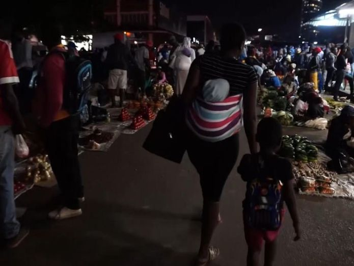 Zimbabwe is struggling to pay its bills and its domestic 'pretend'currencies plummet in value  Zimbabwe's worst economic crisis in a decade: Street vendors sell contraband skynews zimbabwe vendors 4452662