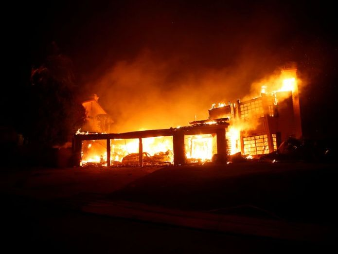 Dozens of homes were burned down in Thousand Oaks a day after a mass shooting  Flames race towards city reeling from mass shooting skynews thousand oaks california 4482064