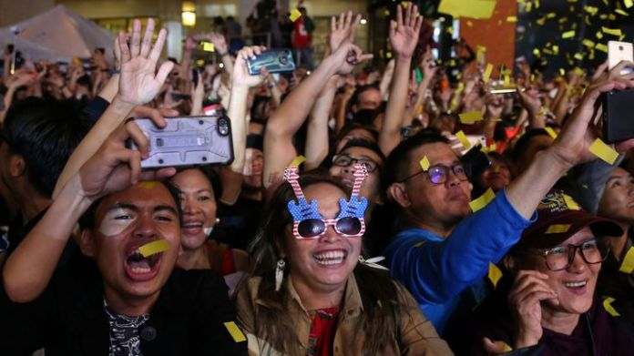 Revellers celebrate at a New Year's Eve party in Quezon City, Metro Manila, Philippines, December 31, 2018. REUTERS/Eloisa Lopez