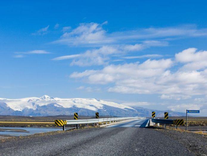 Single lane bridge over Núpsvötn in Iceland