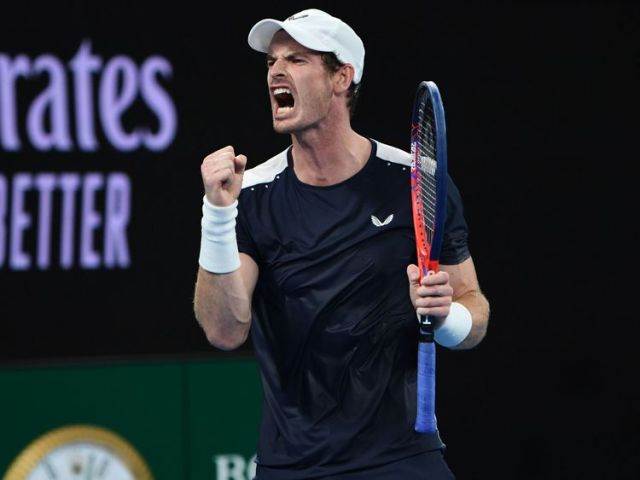 Murray roars with delight after claiming a point