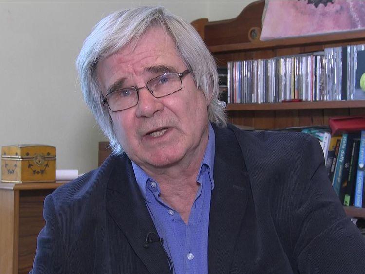 El profesor John Read dijo que no había suficientes investigaciones sobre el uso de TEC en niños