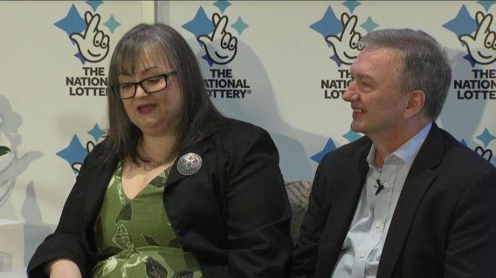Frances und Patrick Connolly aus County Armagh waren am Freitag auf einer Pressekonferenz vertreten, nachdem sie der viertgrößte Lottogewinner in Großbritannien in der Geschichte geworden waren
