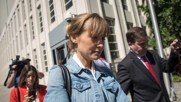 La actriz de televisión Allison Mack se declaró culpable de chantaje a principios de este mes