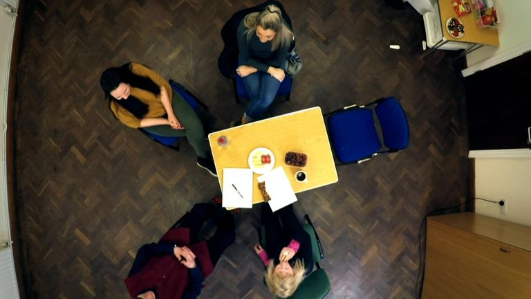 Volunteers form 'circles' to support the offender